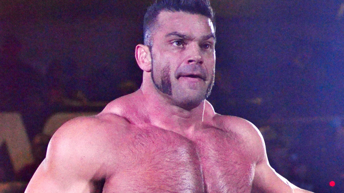 Brian Cage makes EVOLVE debut